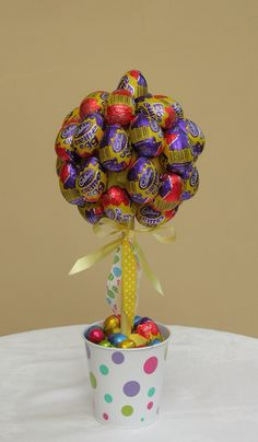 Creme Egg Sweet Tree Chocolate Lollies, Chocolate Tree, Chocolate Bouquet, Easter Chocolate, Candy Topiary, Candy Trees, Easter Candy, Easter Treats, 50th Birthday Centerpieces