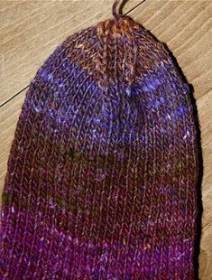 Englegarn: Sådan strikker du en strømpe Trin-for-trin Drops Design, Knitted Hats, Beanie, Socks, Knitting, Crochet, Crafts, Fashion, Moda