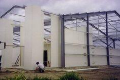 10 materiais de construção inovadores e sustentáveis - AsBoasNovas.com- Painéis StormWall: sistema de paredes, piso e forro estruturais que substituem o uso de drywall. Absorvem mais de três vezes a quantidade de CO2 emitida em sua cadeia de produção. Saiba mais.