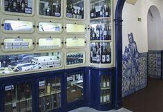 LUÍS MIGUEL VITERBO - Lisboa | Fábrica dos Pastéis de Belém / Pastéis de Belém Factory #Azulejo #AzulEBranco #BlueAndWhite Blue And White, Lisbon, Tiles, Life