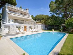 Luxury villa in Cap d'Antibes with large swimming pool