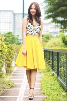 A cropped bustier top and full mid-lenghth skirt.. To me that's got to be a some sort of perfect combination. Also, I didn't want to show off too much skin, so I decided to balnce things out. Since the skirt was such a bold and bright shade of mustard yellow, I decided to use a ...