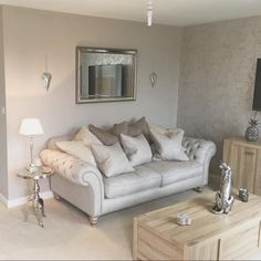 Silver and grey tones look super chic in @dannicarter's living room, featuring our stylish Craven Sofa.