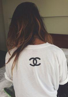 biała koszulka (niekoniecznie z chanel :P)