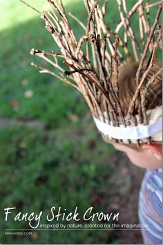 20 Beautiful Twig Crafts for Kids to Make If your child loves collecting sticks you need this collection of twig crafts for kids of all ages. From fairy wands to twirling mobiles there's plenty of fun ways to craft with sticks! Twig Crafts, Nature Crafts, Easy Crafts, Gruffalo Activities, Activities For Kids, Crafts For Kids To Make, Art For Kids, How To Make, Kids Diy