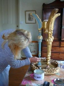 paint-course-gold-table