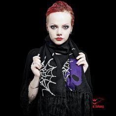 Echarpe 'Big Purple Skull & Web'