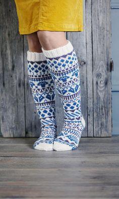 Kirjoneulesukat – katso ohje | Meillä kotona Fair Isle Knitting, Knitting Socks, Knit Crochet, Crochet Hats, Knit Leggings, Wool Socks, Designer Socks, Boot Cuffs, Knee Socks