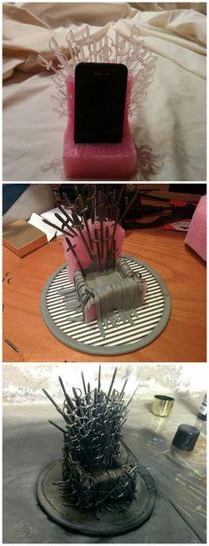 Geek diy - 25 Brilliant Game of Thrones DIY Projects All Men Must Craft – Geek diy Geek Crafts, Fun Crafts, Diy And Crafts, Arts And Crafts, Diy Game Of Thrones, Game Of Thrones Costumes, Deco Gamer, Game Of Trones, Idee Diy