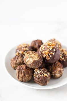 Paleo Pumpkin Spiced Muffin Mix Truffles to make all your healthy holiday baking dreams come true! Gluten free, grain free, refined sugar free, and full of clean-eating ingredients thanks to @simplemills baking mix and frosting.   Via Honestly Nourished