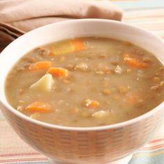 Receita de Sopa de Lentilha com Legumes - 1 cebola picadas, sal, 6 colher(es) (sopa) de Óleo de soja, 3 batatas grandes, 5 cenouras médias, 1 talos de sals...