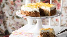 Vyskúšajte overený recept na netradičnú mrkvovú tortu podľa Adriany Polákovej. Recept je k dispozícii v Lidl Cukrárni.