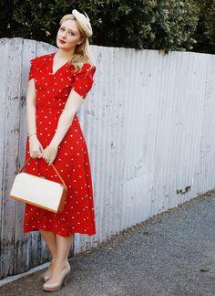 Dress, hat, simple pumps.