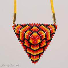 """Pendentif triangle """"Feu"""" de la boutique ShurikViola sur Etsy"""