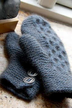 Ravelry: strikstrik's Fluffy hairy hands