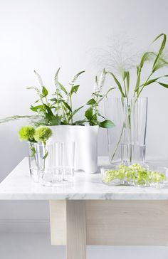 iittala Alvar Aalto Vases An icon of Finnish design, the iittala Aalto Vase is one of the most famous glass pieces in history. Alvar Aalto created the Aalto Vase design in 1936 and entered it in the Karhula-Iittala Glass Design. Design Vase, Deco Design, Design Shop, New Interior Design, Interior Decorating, Alvar Aalto Vase, Jardin Decor, Grands Vases, Boho Home