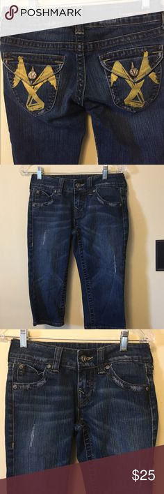 """Vigoss Cropped Capri Jeans sz 3/4-27 Very good clean condition.  Back button down flap pockets.  Painted emblem on back pockets.  Distressed dark denim.  Stated size 3/4-27.  Waist up to 28"""". Rise 8"""". Inseam 16"""" Vigoss Pants Capris"""