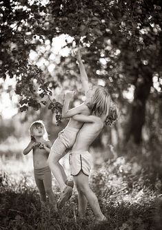 Mother Takes Pictures Of Her Children's Summers In The Polish Countryside