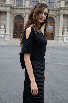 Short, but long designer flowy asymmetric dress with fashion pleated detail for the casual outfit By ARTISTA woman's Brand Flowy Dresses, Fall Dresses, Stylish Dresses, Asymmetrical Dress, Dress Codes, Dress Fashion, Dress Collection, Casual Outfits, Designers