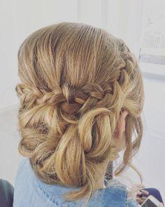 Que ya estamos a viernes a alegrar esas caras y a arreglar esos pelos! Os esperamos hasta las 20h en #imperfectsalon #sitges no olvides reservar tu hora  931126173 #hair #peluqueria #estetica #salondebelleza #bondia #divendres #braids #wedding