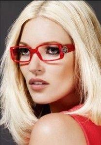 Kate Moss: platinum blonde bob
