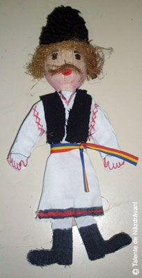 Papusa confectionata din lingura de lemn 1 Decembrie, Denim Bag, Romania, Puppets, Kindergarten, Preschool, Arts And Crafts, Teddy Bear, Popular