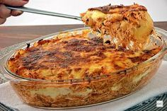 Confira esta receita de lasanha de batata com frango, que além de muito saborosa, é muito prática e baratinha! Ela vai deixar sua refeição completa e especial!