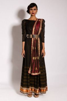So different and cute neeta lulla kanjeevaram collection 2013 イ ン ド の 披 露 宴 Lakme Fashion Week, India Fashion, Asian Fashion, Women's Fashion, Indian Attire, Indian Wear, Indian Outfits, Indian Clothes, Indian Reception Outfit