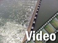 """-Ohne Zweifel ist das Sturmflutwehr in der Oosterschlede das beeindruckendste Wehrbauwerk der Niederlande. Andere Sturmflutwehre befinden sich noch in der Holländischen IJssel und bei  """"Nieuwe Waterweg""""."""