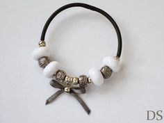 DS 4 Kunst: elegant bracelet  gray white silver bracelet with bow