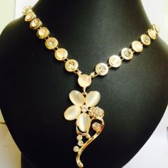 Elegant designer necklace with Earrings