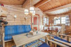 Før: Hele hytta var i ubehandlet furu før oppussingen. Conference Room, Outdoor Decor, Table, Furniture, Home Decor, Decorating, House In The Woods, Beige, Houses