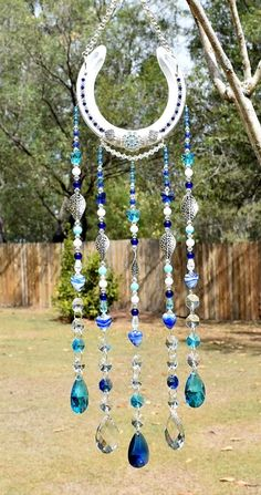 Crystal And Beaded Horseshoe Suncatcher Horseshoe Art Horse Shoe - Horseshoe Crystal And Beaded Suncatcher Horseshoe Art Horse Shoe More Information Find This Pin And More On For The Love Of Horses My Life By Kimberly Jackson Horseshoe Art, Beaded Horseshoe, Horseshoe Projects, Horseshoe Crafts, Horseshoe Ideas, Carillons Diy, Sun Catchers, Crafts To Sell, Diy Crafts