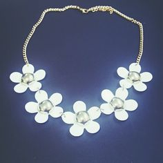 Flower Necklace White Flower, Gold Detailed Necklace. Jewelry Necklaces