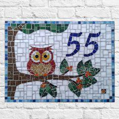 Número em mosaico - Coruja - Estúdio Joe & Romio Owl Mosaic, Mosaic Birds, Mosaic Glass, Tile Crafts, Mosaic Crafts, Mosaic Projects, Mosaic Designs, Mosaic Patterns, Mosaic Stepping Stones