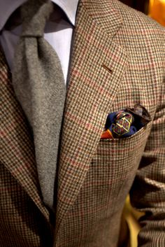 I'd guess that this is an Irish Tweed, a grey or red tie would work well. The tie can also be in silk which is a nice contrast to tweed. Sharp Dressed Man, Well Dressed Men, Fashion Mode, Mens Fashion, Fashion 101, Classic Men, Classic Style, Gentleman Mode, Look Formal