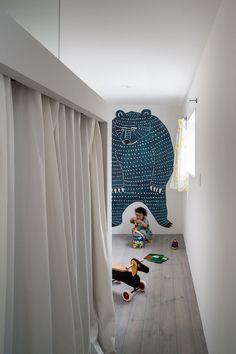 Framing House in Shiga, Japan by Kouichi Kimura Architects | Yatzer Kids Room Design, Kid Spaces, Small Spaces, Kidsroom, Kids Decor, Boy Room, Room Kids, Interiores Design, Kids Furniture