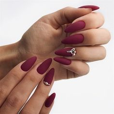 Lovely dark red nails design for almond shape nails #GelNailsIdeasForFall