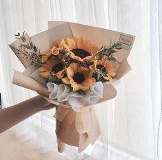 Boquette Flowers, Flower Bouquet Diy, Gift Bouquet, Beautiful Bouquet Of Flowers, Luxury Flowers, Floral Bouquets, Fresh Flowers, Beautiful Flowers, Sunflower Arrangements