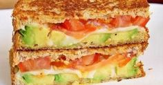 This super tomato, avocado, mozzarella grilled cheese sandwich is the perfect chilly day meal. Pair it with a bowl of warm soup or salad and you're all set! And if you're like me...I'm gonna add BACON!! ---> http://tipsalud.com