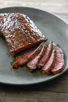 Soy Glazed London Broil is a quick and easy dinner. Great done in the oven and awesome on the grill. Enjoy it is a sandwich too! London Broil Oven, London Broil Recipes, Cooking London Broil, Sous Vide London Broil, Grilling Recipes, Meat Recipes, Appetizer Recipes, Dinner Recipes, Cooking Recipes