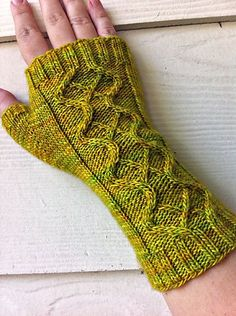 zombie vixen fingerless mitts free knitting pattern by susan claudino, project by corvidae on ravelry
