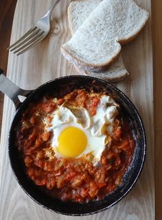 Easy Shakshuka with a thermomix Foods To Eat, Us Foods, How To Cook Eggs, Fruits And Veggies, Family Meals, Breakfast Recipes, Good Food, Brunch, Cooking Recipes
