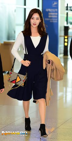 Welcome to FY! GIRLS GENERATION, the best source for photography, media, news and all things related to the girl group Girls' Generation. Snsd Airport Fashion, Snsd Fashion, Asian Fashion, Autumn Fashion Women Fall Outfits, Womens Fashion, Suzy Bae Fashion, Yuri Girls Generation, Seohyun, 1 Girl
