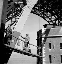 Bridge Painters, 1950 Photo by    Fred Lyon / SF