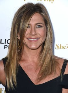 Jennifer Aniston's face fringe, with some excellent framing and the illusion of layers thanks to genius highlighting.
