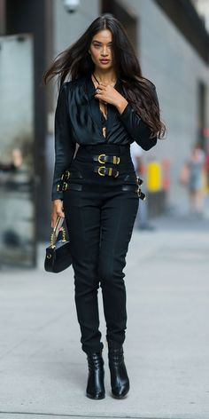 Shanina Shaik dresses in street style and wears a silky Balenciaga . - Shanina Shaik dresses in street style and wears a silky Balenciaga … the - Italian Street Style, Look Street Style, Model Street Style, Models Style, Simple Street Style, New York Street Style, Street Style Women, Cool Style, Black Women Fashion