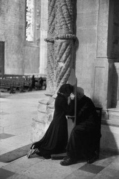 La confessione. Henri Cartier Bresson.