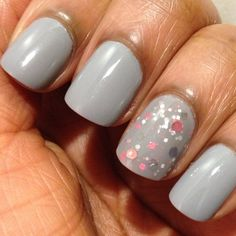 Gray manicure with a glitter accent nail (from marijonails)