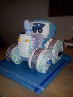 BABY SHOWER~ Tracter diaper cake by Luier Trekker